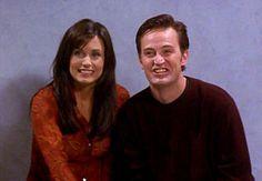 Chandler en las fotos. Friends