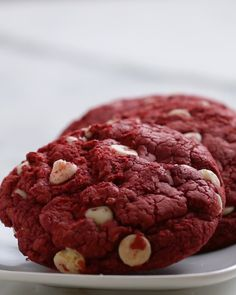 INGREDIENTS 1 package red velvet cake mix 1 cup white chocolate chips½ cup oil2 eggs PREPARATION1. Combine cake mix, chocolate chips, oil, and eggs in a mixing bowl.2. Using an ice cream scoop or your hand, form golf ball-sized balls of cookie dough and transfer to a parchment paper-lined baking sheet. 3. Bake at 350°F/180°C for 10-12 minutes. 4. Enjoy!