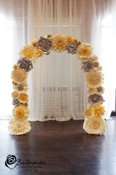 Arche de fleurs en papier