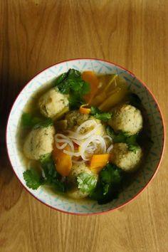 Gourmandises et Merveilles: Bouillon léger aux boulettes de poisson et légumes