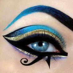 Egyptian goddess eye make up. -Egyptian goddess eye make up. -Egyptian goddess eye make up. Egyptian Eye Makeup, Egypt Makeup, Cleopatra Makeup, Arabic Makeup, Halloween Eye Makeup, Halloween Eyes, Goddess Halloween, Makeup Art, Makeup Tips