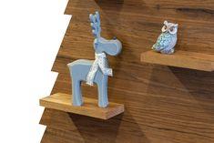 Zoek je een leuke decoratie voor je houten kerstboom? Bekijk dan eens deze houten rendieren van 27 cm hoogte. De rendieren zijn verkrijgbaar in de kleuren grijs of wit, keuze in kleur is helaas niet mogelijk. #kerst Triangle, Products, Accessories, Gadget