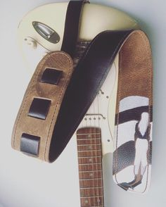 Een persoonlijke favoriet uit mijn Etsy shop https://www.etsy.com/nl/listing/256772745/raven-guitar-straps-leather-guitar-strap