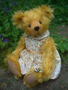 Store Bear Design, Applique Designs, Doll Clothes, Bears, Plush, Teddy Bear, Dolls, Store, Sweet