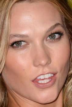 Close-up of Karlie Kloss at the 2015 MTV Video Music Awards.