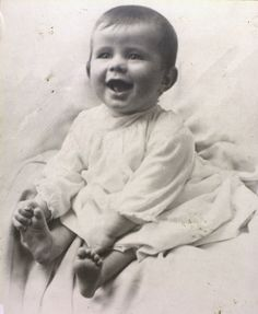 """John F. Kennedy was born 100 years ago today in Brookline, Massachusetts. This is one of the earliest photos taken of JFK! He was named in honor of his maternal grandfather, John Francis Fitzgerald, the Boston Mayor known as """"Honey Fitz. Jfk And Jackie Kennedy, Les Kennedy, Carolyn Bessette Kennedy, Jaqueline Kennedy, American Presidents, Us Presidents, American History, Condolence Letter, Kennedy Quotes"""