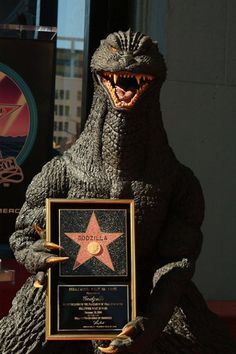 Godzilla receiving his Hollywood Walk of Fame award. One of only 18 Characters to receive the honor. King Kong, Hollywood Walk Of Fame, Hollywood Stars, Cartoon Meme, Japanese Monster, Japanese Film, Classic Monsters, The Villain, My Guy