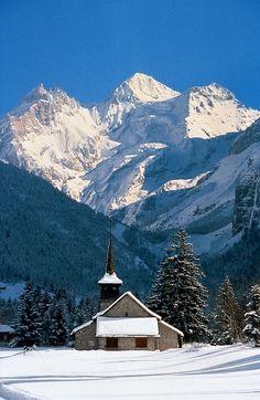 I love this little church!    Kandersteg