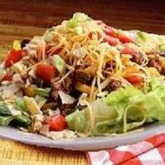 San Antonio Salad, A Wonderful 'Heart Of Texas' Salad That Makes A Great Meal! Seasoned Ground Beef, Iceberg Lettuce, Tomatoes, Pinto Beans Are Just Starters! Salad Dressing Recipes, Salad Recipes, Large Salad Bowl, Food Fantasy, Fresh Salsa, Bean Salad, Stuffed Jalapeno Peppers, Soup And Salad, Main Meals