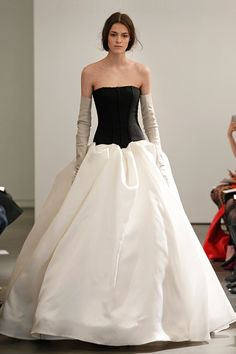 Vera Wangs Spring 2014 Bridal Collection Features Black And White Gowns, Leather Gloves (PHOTOS)