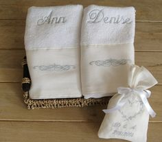 Anneye el havlusu :) Inexpensive Wedding Gifts, Rustic Wedding Gifts, Wedding Gifts For Bride, Bride Gifts, Wedding Shoes, Bachelorette Party Scavenger Hunt, Diy Bachelorette Party, Last Minute Wedding Gifts, Henna