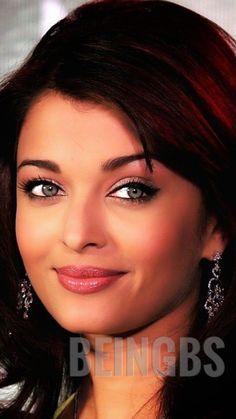 Aishwarya Rai Pictures, Aishwarya Rai Photo, Aishwarya Rai Bachchan, Rose Stencil, Beauty Queens, Diy Fashion, Cute Girls, Portraits, Eyes