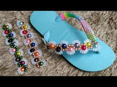 Clay Crafts, Diy And Crafts, Slide Flip Flops, Beads, Shoes, Youtube, Bead Jewelry, Decorated Flip Flops, Pearl Embroidery