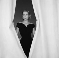 Grace.    catalogueofcuriosities:    Grace Kelly.