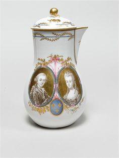 Cafetière with portraits of Marie-Antoinette and Louis XVI, 1778-79, porcelain, 19 cm (Versailles)