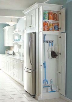 21.) Aggiungere un piccolo armadietto di spazio in cucina per la pulizia di deposito, la fornitura.