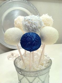 Hanukkah Cake Pops @Tara Chetty - what are the chances we could whip some of these babies up for next Saturday ?