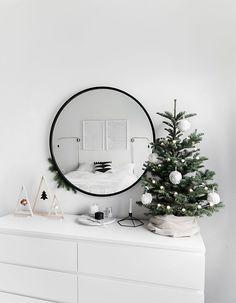Simple and modern Christmas home decor.