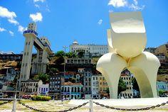 Salvador, Bahia, Brasil - Monumento À Cidade, com casario da Cidade Baixa (Praça Visconde de Cairu)
