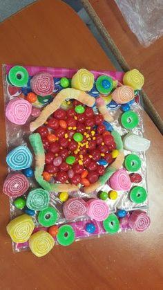 Modelos atómicos elaborados con dulces.