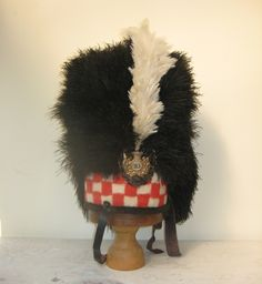 """A or Sutherland Highlanders Feather Bonnet circa 1830 Red and white check dicing 20 years before Blaklava and the """"Thin red streak tipped with steel"""" Military Dresses, Military Cap, Military Uniforms, British Army Uniform, British Uniforms, Scottish Dress, Red Streaks, Crimean War, Disco Fashion"""