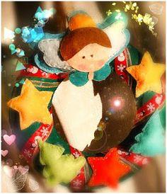 POIANA CU GAZUTZE: Coronita Craciun #fetru #handmade #craciun #cadou #moscraciun #jucarie #coronita #mosnicolae #sarbatori #decoratiuni #ornamente #felt #christmas #ornaments #decorations #toys #christmastree #santa #gift Felt Christmas, Christmas Ornaments, Santa, Decorations, Toys, Holiday Decor, Handmade, Gifts, Home Decor