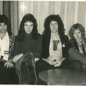 See Queen pictures, photo shoots, and listen online to the latest music. Queen Pictures, Queen Photos, Queen Freddie Mercury, Brian May, John Deacon, Great Bands, Cool Bands, Roger Taylor, Ben Hardy