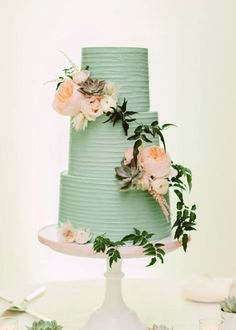 Wedding cake idea; Featured Photographer: Beca C Photography, Featured Cake: Earth and Sugar