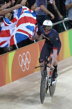 Bradley Wiggins celebrates winning the gold medal Men's Team Pursuit Rio Olympic Games 2016 / Getty Images