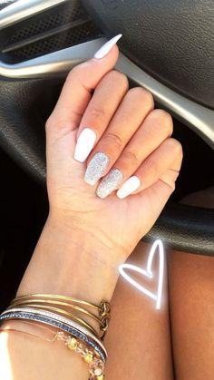 ☆ I N S T A: ☆ matt blue and white graduation nails. Image from _nailsbymissy_ graduation nai . matt blue and white graduation nails. Image from _nailsbymissy_ graduation Simple Acrylic Nails, Best Acrylic Nails, Summer Acrylic Nails, Acrylic Nail Designs, White Acrylic Nails With Glitter, White Coffin Nails, Stiletto Nails, Acrillic Nails, White Shellac Nails