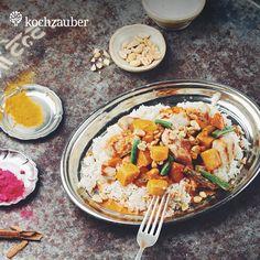#Chicken #Aloo #Masala mit buntem  Gemüse und gerösteten Erdnüssen aus der Kleine Helden #Kochbox. Jetzt anschauen unter: https://www.kochzauber.de/catalog/category/Kleine_Helden?wmc=1674&utm_medium=social_media&utm_source=pinterest&utm_campaign=1674&utm_content=rezeptediewirlieben_organ