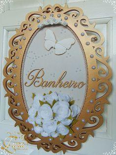 Guirlanda para Banheiro ou Lavabo com flores. Além de decorar as guirlandas são consideradas símbolo de boas vindas e de proteção aos seus moradores. Vamos escolher a sua? Por favor consulte a disponibilidade de tecidos, flores e acabamentos.