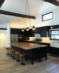 Modern Kitchen Interior Remodeling 3 Arc Island - A contemporary take on a traditional billiard style fixture with meticulously fabricated joinery, bringing together three pendants into one linear centerpiece. Latest Kitchen Designs, Country Kitchen Designs, Industrial Kitchen Design, Modern Kitchen Design, Industrial Kitchens, Industrial Apartment, Modern Kitchens, Home Decor Kitchen, Kitchen Interior