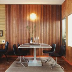 In the dining area of a Southern California mid-century home, Metropolitan side chairs by Jeffrey Bernett for BB Italia surround a Surf Table designed by Carlo Colombo for Zanotta for a clean, modern classic look. Photo by Misha Gravenor Mid Century House, Modern Interior, Casual Dining Rooms, Furniture, Mid Century Design, Interior, Home Decor, House Interior, Room