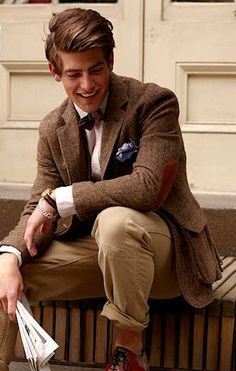 I love the Ivy League look: a tweed jacket with suede elbow patches, chinos, a bow tie and pocket square.