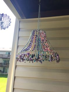 Suncatcher from a lamp shade / lampshade frame and beads / baubles Wire Crafts, Fun Crafts, Diy And Crafts, Light Crafts, Jewelry Crafts, Carillons Diy, Diy Wind Chimes, Deco Boheme, Beaded Curtains