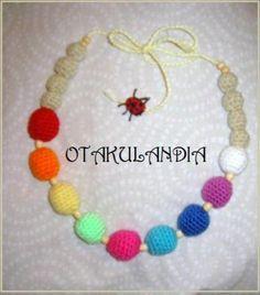 Collar de lactancia y porteo mod. Arcoiris - producto exclusivo de Otakulandia diseñado y realizado a mano en crochet para el disfrute de la mamá y el bebé mientras le tengas en brazos.