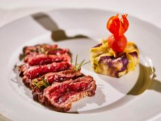 Beef #tagliata served with Peru potatoes baluchon filled with truffle scented potato purée by #ARIAFineCatering