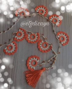 Crochet Lace Edging, Filet Crochet, Crochet Flowers, Leaf Flowers, Diy Flowers, Crochet Bracelet, Crochet Earrings, Starbucks, Tricot