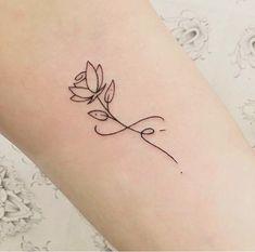 45 Floral Tattoos You Absolutely Can't Miss - Page 22 of 45 - - Tattoo Ideen - Tattoo Designs For Women Little Tattoos, Mini Tattoos, New Tattoos, Small Tattoos, Tatoos, Small Lily Tattoo, Wrist Tattoos, Lotusblume Tattoo, Arrow Tattoo