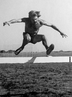 Steve Prefontaine leaps a hurdle during the event of the First Annual Oregon Track Club Invitational International Cross Country meet, Sept. Pre's last-ever cross country race. 1972 Olympics, Steve Prefontaine, Great Run, Really Hot Guys, Cross Country Running, Cartoon People, Runner Girl, Running Inspiration, Girl Running
