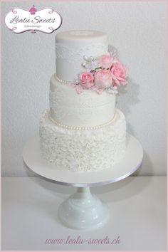 Vintage Wedding Cake by Lealu-Sweets - http://cakesdecor.com/cakes/246251-vintage-wedding-cake