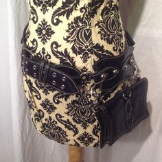 Scalloped Pocket Belt with Detachable Pouch in Black and Silver – Beautiful People Boutique