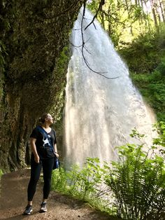 How to hike Oregon's Trail of Ten Falls.this stunning, moderately easy hike in Silver Falls State Park is a perfect day trip from Portland! Oregon Vacation, Oregon Road Trip, Oregon Trail, Oregon Usa, Oregon Coast, Portland Oregon, Oregon Hiking, Travel Portland, Newport Oregon