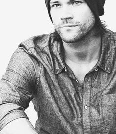 Supernatural-y hottttt! Haha, a really awesome picture of Jared.