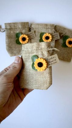 Sunflower Wedding Decorations, Sunflower Party, Diy Wedding Decorations, Reception Decorations, Friend Birthday Gifts, Diy Birthday, Craft Gifts, Diy Gifts, Wedding Country