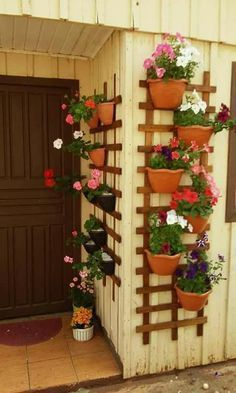 Balkon 60 Amazing Wall Planter Ideas for Gardens – Kitchen Decoration Ideas – Garden – … – Balkon ideen Small Balcony Furniture, Small Balcony Garden, Small Balcony Decor, Balcony Plants, House Plants Decor, Plant Decor, Balcony Ideas, Garden Wall Designs, Vertical Garden Design
