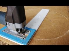 Woodworking Jigsaw How To Cut Perfect circle Jig By Jigsaw Machine Woodworking Tool Cabinet, Jet Woodworking Tools, Woodworking Jigsaw, Essential Woodworking Tools, Woodworking School, Woodworking Workshop, Youtube Woodworking, Woodworking Bench, Woodworking Store