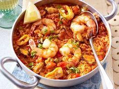 The recipe for Arroz de marisco (seafood rice) and other free recipes on LECKER.de The recipe for Arroz de marisco (seafood rice) and other free recipes on LECKER. Seafood Rice Recipe, Shrimp Recipes, Rice Recipes, Salad Recipes, Cooking Recipes, Healthy Recipes, Fruit Recipes, Seafood Risotto, How To Cook Fish