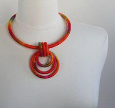 Statement Necklace Pendant Poppy por fiber2love en Etsy, $55.00
